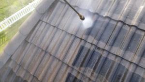 Katon pesu painepesun avulla, pinttynytkin lika irtoaa
