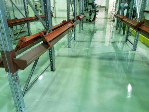 Teollisuuhallin lattiaan uutta pintaa