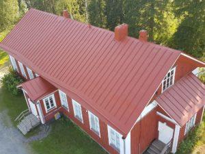 Talonpoikaistalon katon maalaus